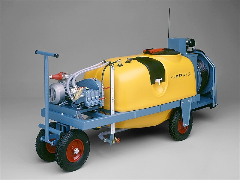 Spraying equipment